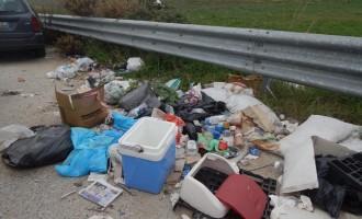 Guidonia. Lo scarico abusivo di rifiuti colpisce via dell'Inviolata