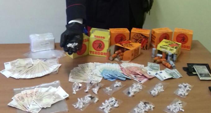 """Subiaco/I Carabinieri seguono i """"pendolari della droga"""" a Tor Bella Monaca e arrestano uno spacciatore con 28 dosi di eroina"""