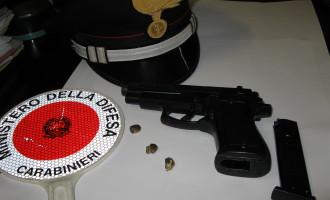 Roma/Prende una pistola e minaccia di morte la moglie, arrestato dai Carabinieri