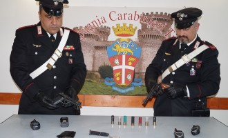 Villalba/Pistole, un mirino di precisione di un fucile e munizioni: i Carabinieri arrestano 2 fratelli romani per detenzione abusiva di armi