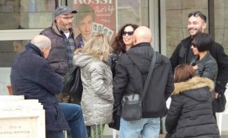 """Guidonia/Manifestazione sui mancati pagamenti del Comune per """"pochi intimi"""": in 20 in piazza con Di Silvio. Assente la cooperativa La Sponda"""