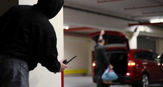 """Ponte di Nona/Avevano """"puntato"""" le macchine all'interno del parcheggio del centro commerciale Roma Est, con un """"jammer"""" per isolare le comunicazioni della zona: ladri d'auto arrestati dalla Polizia"""